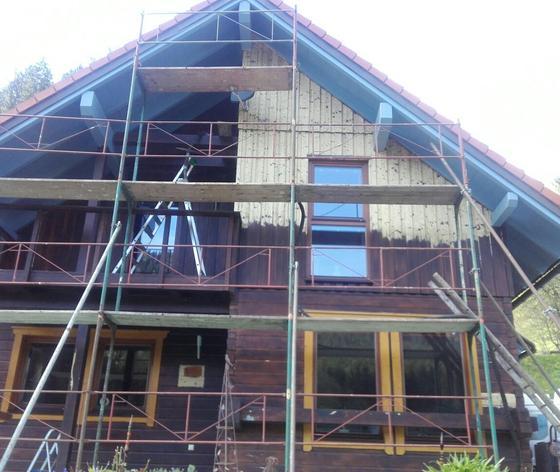 Entfernung von alten Anstrichen und Lasuren bei Holzhäuser Holzwänden